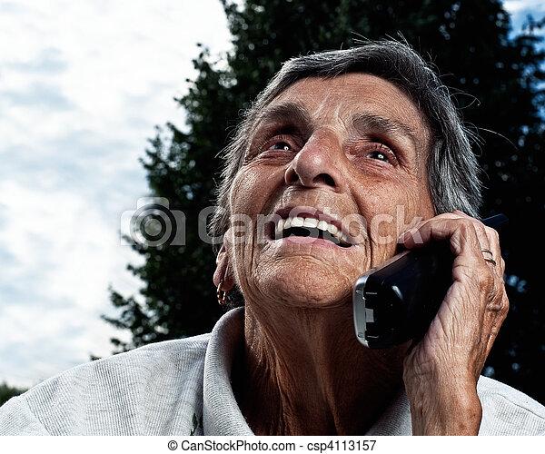 image de t l phone femme eldery personne agee sans fil a csp4113157 recherchez des. Black Bedroom Furniture Sets. Home Design Ideas