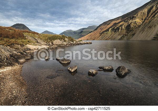 hermoso, montañas, inglaterra, lkae, distrito, imagen, agua de wast, otoño, ocaso, paisaje - csp42711525