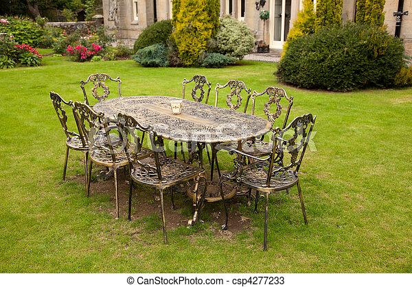 Stock foto 39 s van werpen ijzer tafel stoelen oud fashioned goud csp4277233 zoek naar - Glazen tafel gesmeed ijzer en stoelen ...