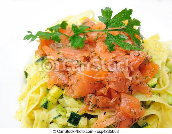 prato, de, macarronada, e, fumado, salmão - csp4285883