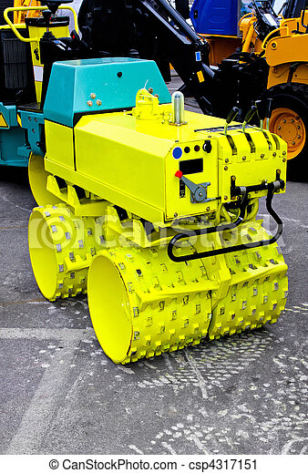Road construction roller machine equipment with spokes