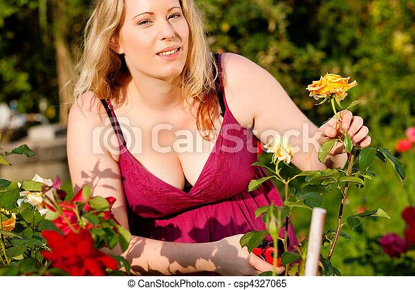Stock beelden van rozen holle weg vrouw tuin vrouw for Potager naturel sans entretien