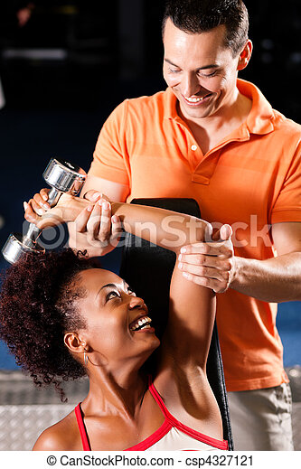 Personal Trainer in gym - csp4327121