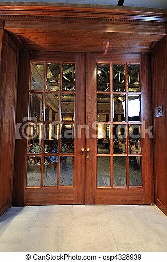 Banque de photographies de bois grand porte restaurant for Porte 12 restaurant