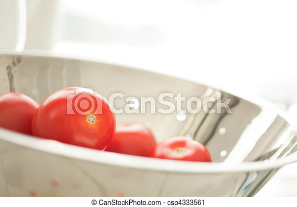 Fresh, Vibrant Roma Tomatoes in Col - csp4333561