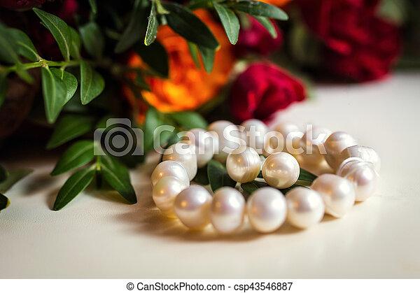 beautiful bracelet and earrings of pearl, women\'s jewelry,bridal accessories, European Wedding, American Wedding