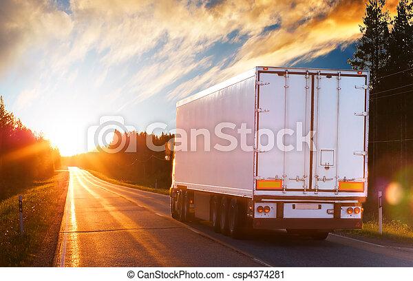 kväll, lastbil, väg, asfalt - csp4374281