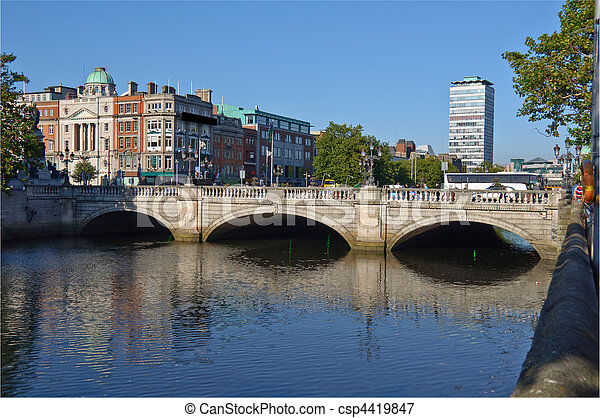 photo most famous bridge in ireland, o'connell bridge, dublin city centre - csp4419847