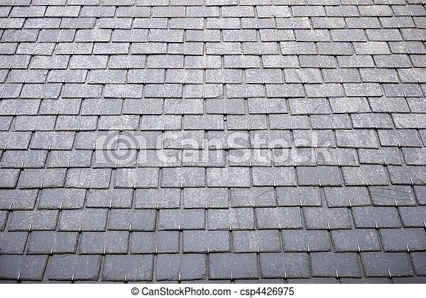 Images de ardoise tuiles toit ardoise toit tuiles sur maison csp4426975 recherchez for Prix tuile ardoise