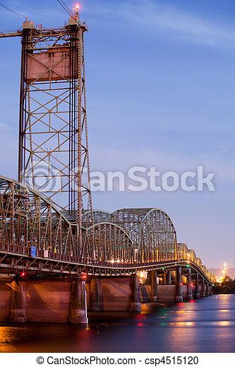 bridge over Columbia River Oregon - csp4515120