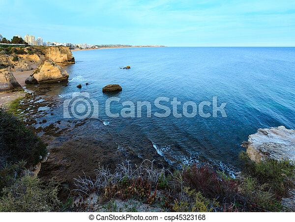 Praia dos Beijinhos (Lagoa, Portugal). - csp45323168