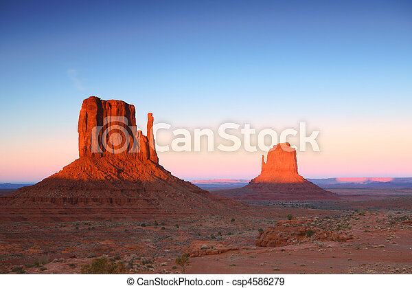 Sunset Buttes in Monument Valley Arizona - csp4586279