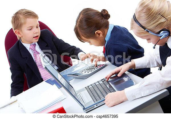 crianças, trabalhando - csp4657395
