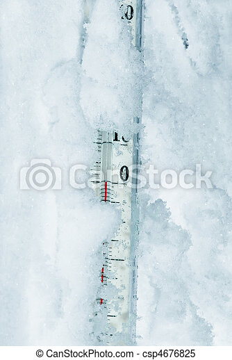 Thermometer in snow zero degrees - csp4676825