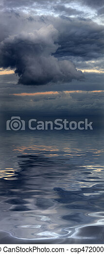 Beautiful water reflection of evocative cloudscape - csp4720008