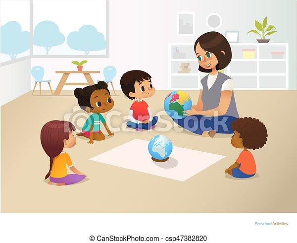 Kinder sitzen im kreis clipart  Vektor Illustration von kindheit, tätigkeiten, vektor, plakat ...
