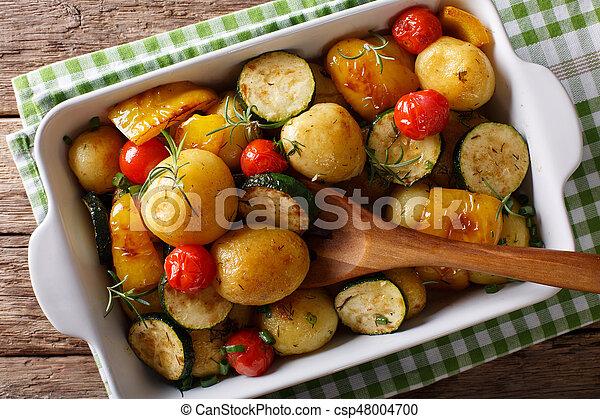 abobrinha, closeup., batatas, vegetariano, pimentas, novo, horizontais, food:, assado, topo, tomates, vista - csp48004700