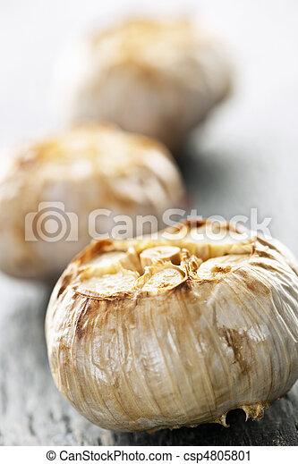 Roasted garlic bulbs - csp4805801