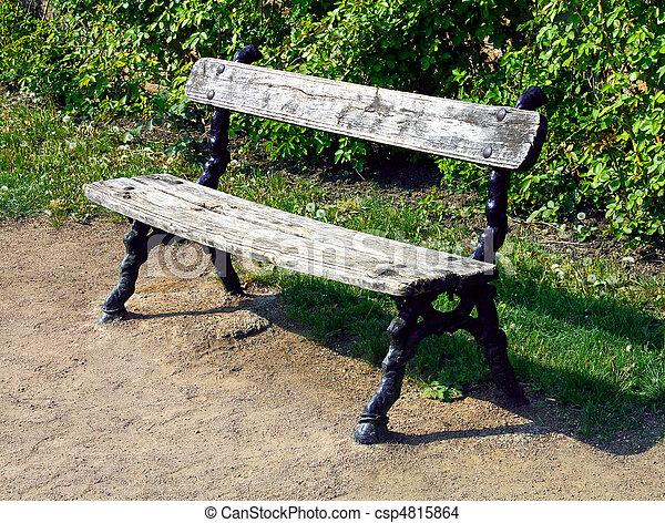 photo de banc vieux banc bois et ferrous dans parc csp4815864 recherchez des images. Black Bedroom Furniture Sets. Home Design Ideas