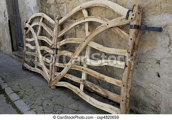 Banque de photographies de olive portail fait bois for Fabriquer un portail de jardin en bois