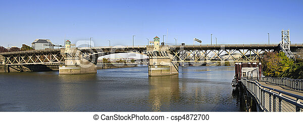 Burnside Bridge Over Willamette River Portland Oregon - csp4872700