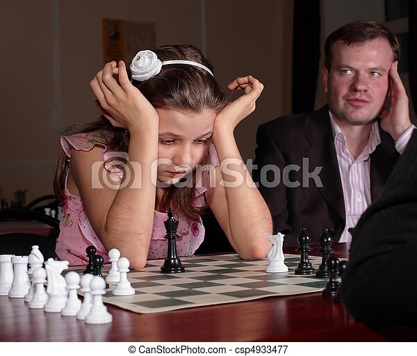 adolescente, menina, 12-13, anos, antigas, tocando, xadrez, treinamento, xadrez, treinador, observar, dela - csp4933477