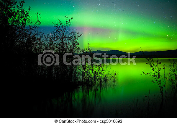 Northern lights mirrored on lake - csp5010693