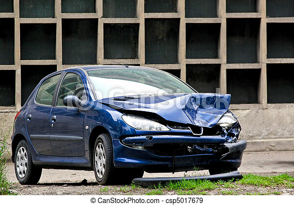 Crashed blue car - csp5017679