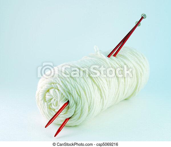 White yarn and spokes - csp5069216