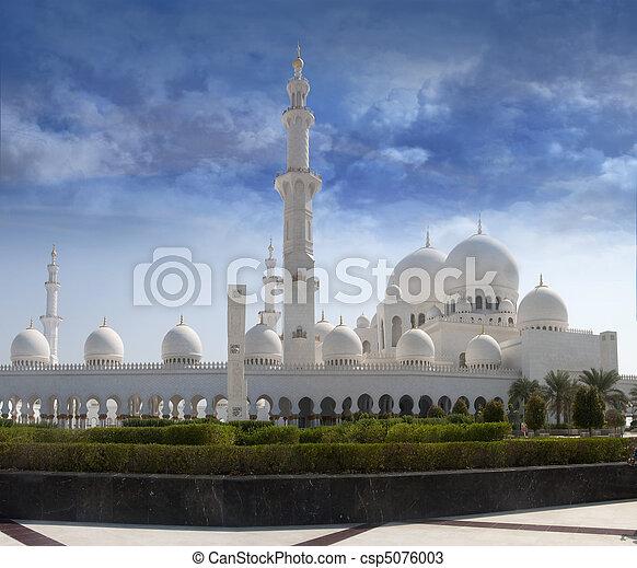 Sheikh Zayed Mosque front view - csp5076003