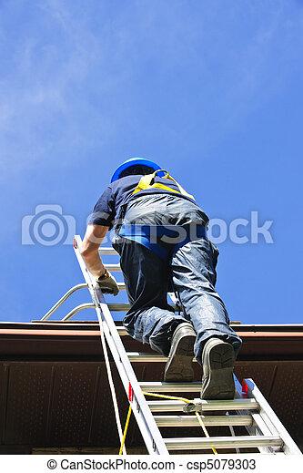Construction worker climbing ladder - csp5079303