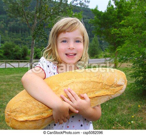 Adoraveis criancinhas  Can-stock-photo_csp5082096