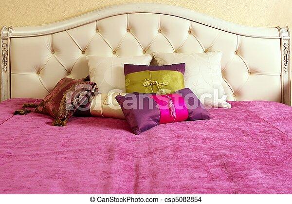 Stock foto van roze hoofd upholstery deken bed diamant diamant csp5082854 zoek naar - Hoofd fluwelen bed ...