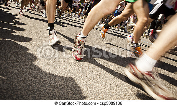 Lots of people running in a sports game - csp5089106