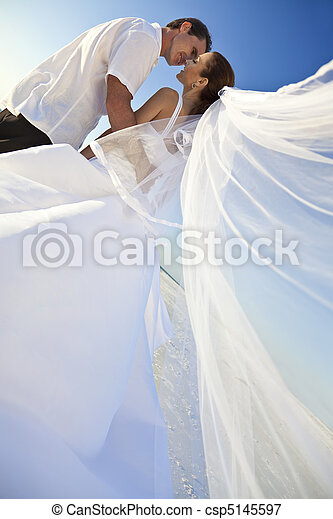 gift,  &, par, Brudgum, brud, bröllop, kyssande, strand - csp5145597