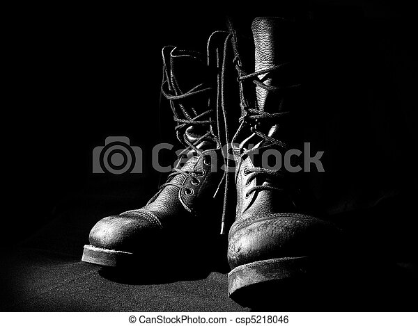 contour of military boots - csp5218046