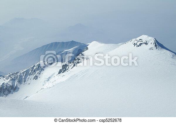 Snowy Peaks in Denali Wilderness Preserve - csp5252678