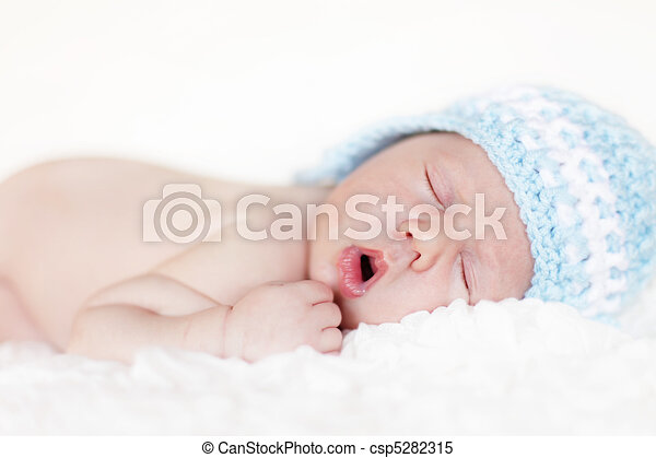 Newborn baby sleeping - csp5282315