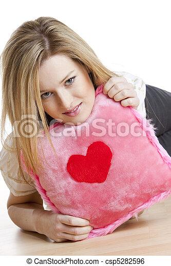 Coração, mulher, travesseiro, segurando - csp5282596