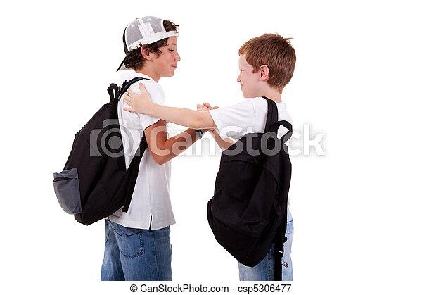 niños, yendo, escuela, saludo, Uno, otro, vistos, espalda, blanco, estudio, tiro - csp5306477