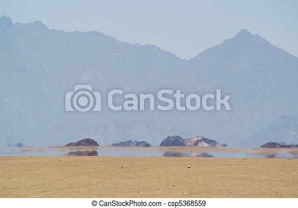 wüste, fata morgana - csp5368559