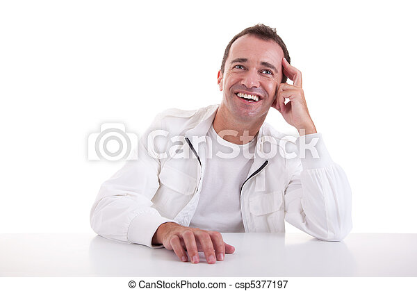 sonriente, edad mediana, hombre, Sentado, escritorio, negro, Plano de fondo, estudio, tiro - csp5377197
