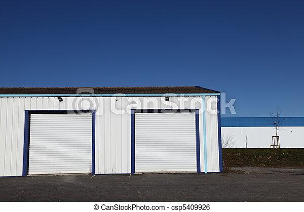 image de garage industriel deux portes two ferm blanc csp5409926 recherchez des. Black Bedroom Furniture Sets. Home Design Ideas