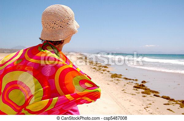 mulher, praia - csp5487008