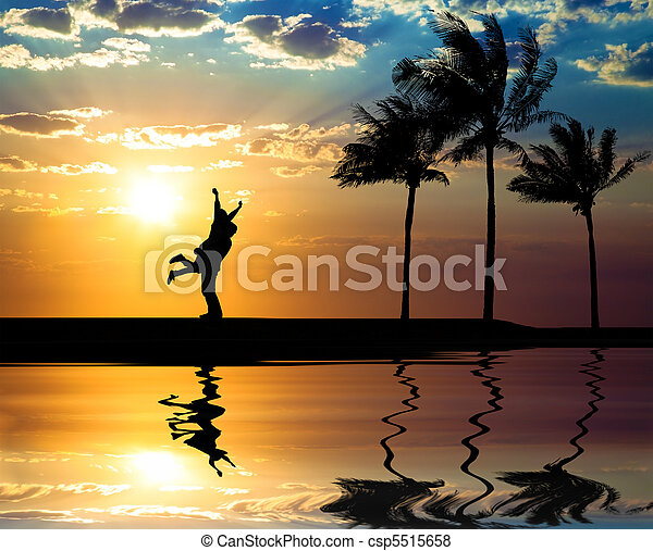 Beautiful sunset on the beach and  - csp5515658