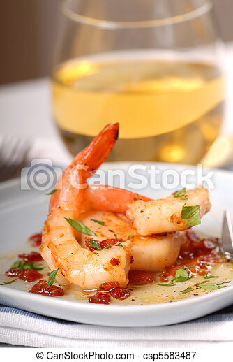Sauted shrimp and scallops with a bacon vinaigraitte - csp5583487