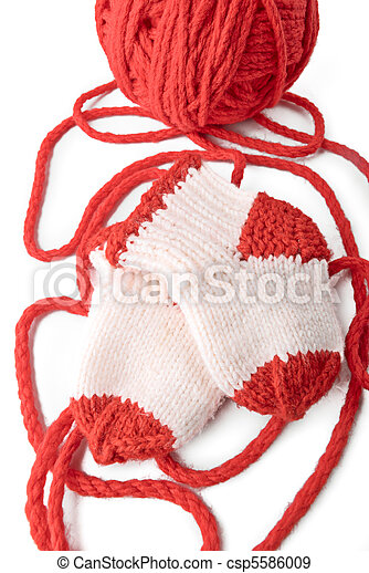 Red skein and knitted socks - csp5586009