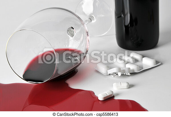 alcohol and pills - csp5586413