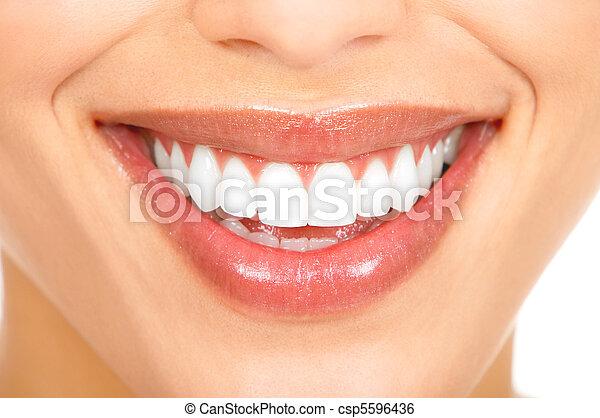 微笑, 牙齒 - csp5596436