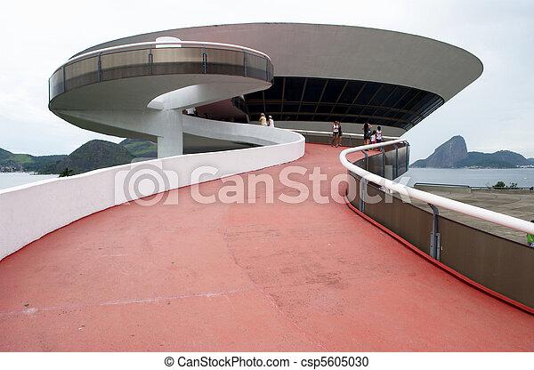 Oscar Niemeyer's Niteroi Contemporary Art Museum and Sugar Loaf, in Rio de Janeiro, Brazil - csp5605030